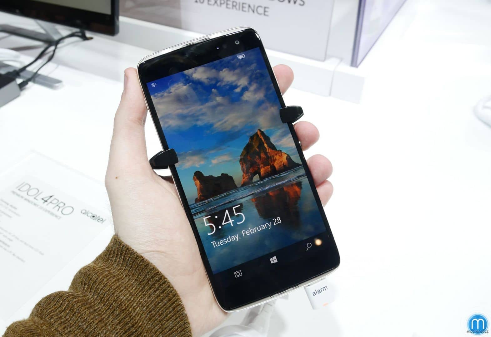 Alcatel is not officially supporting the brand new Idol 4 Pro with