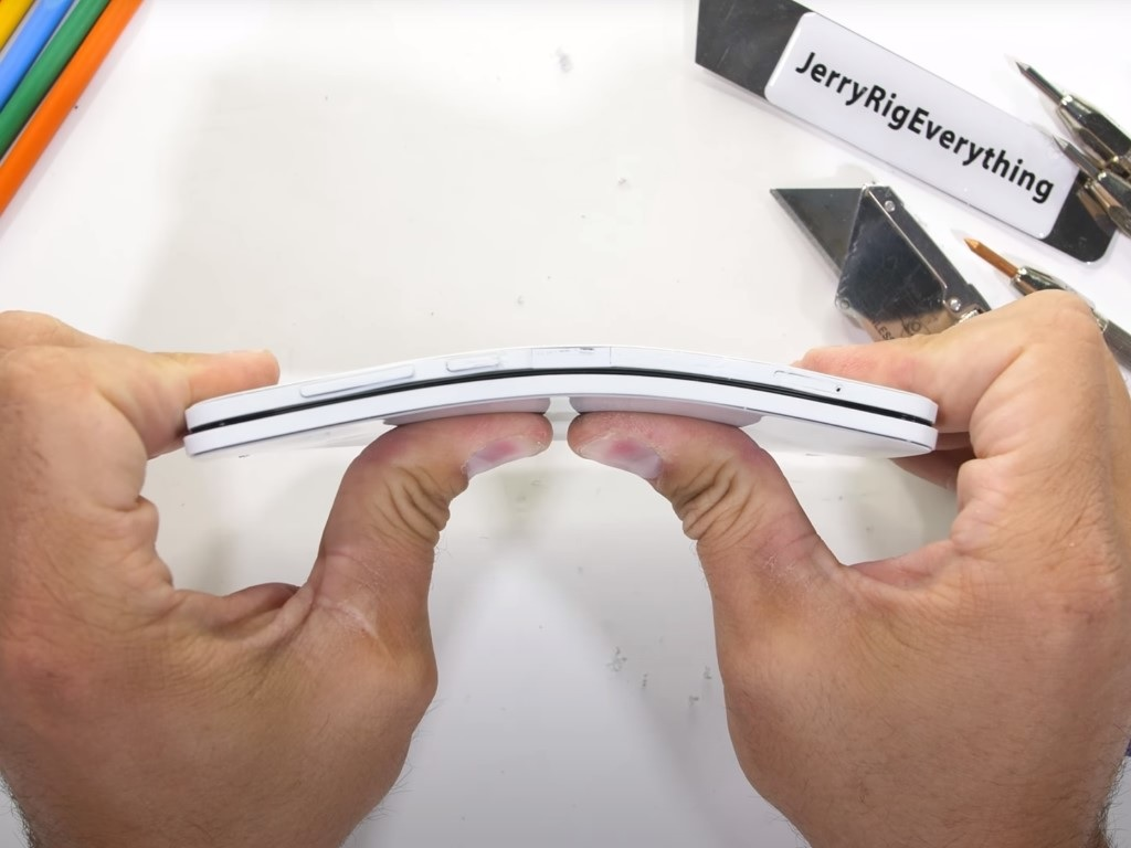 Surface Duo bend test